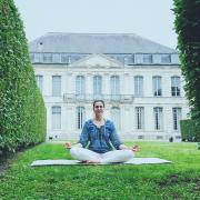 Séance de yoga au musée